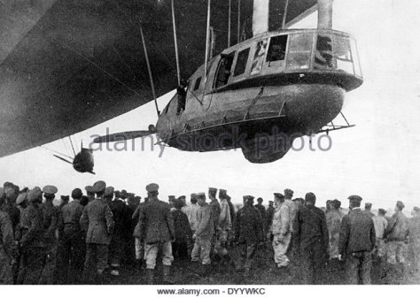 zeppelin-l-59-takes-off-1917-dyywkc
